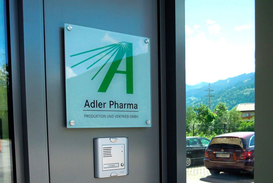 Acrylschild Adler Pharma