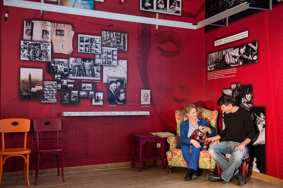 Bedruckte Wandtattoos Marionettentheater