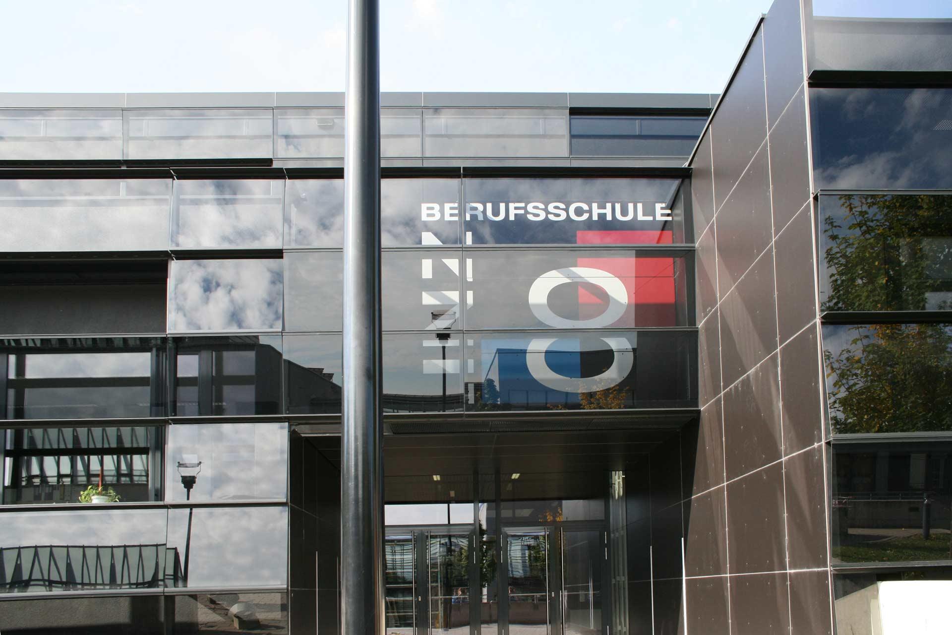 Eternit Fassadenplatten auf Berufsschule Linz