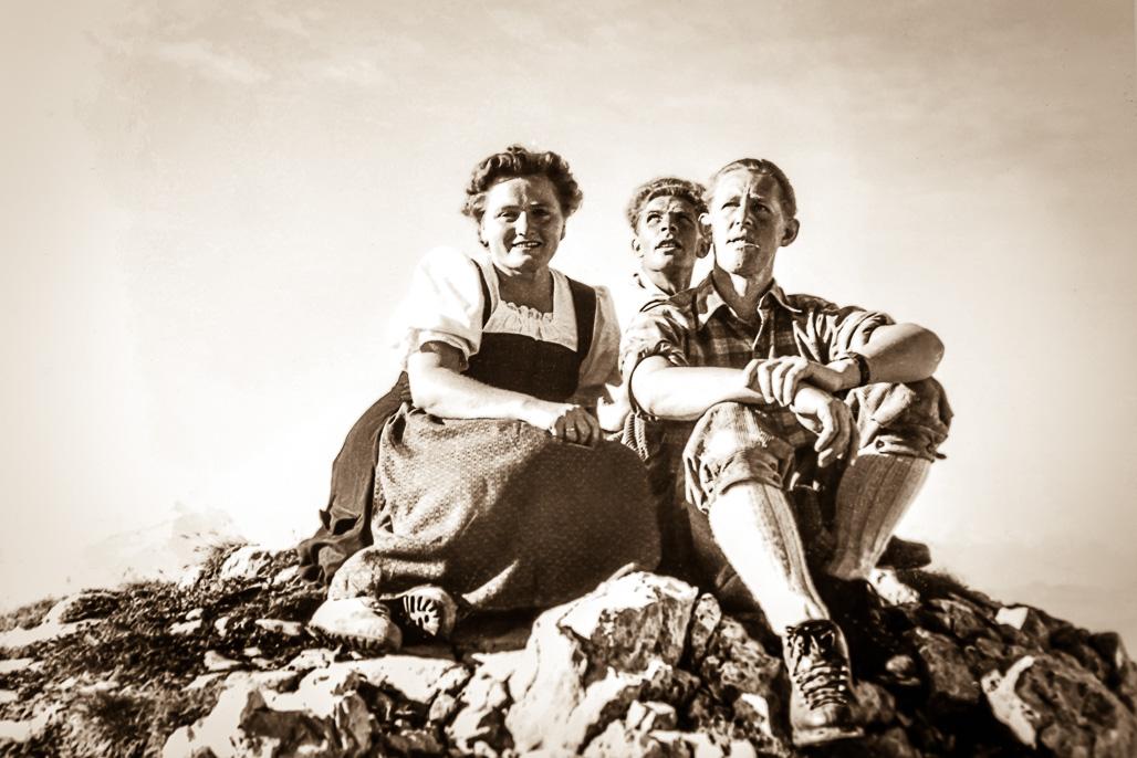 Nostalgie Bilder Familie am Berg