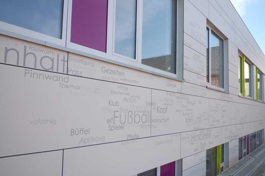 Faserzmentfassade für Schule