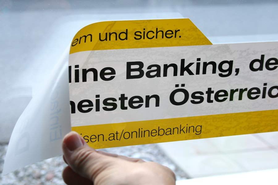 Adhäsionsaufkleber für Raiffeisenbank