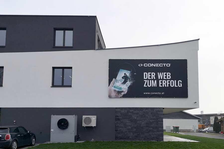 Fassadenbeschriftung Banner Conecto