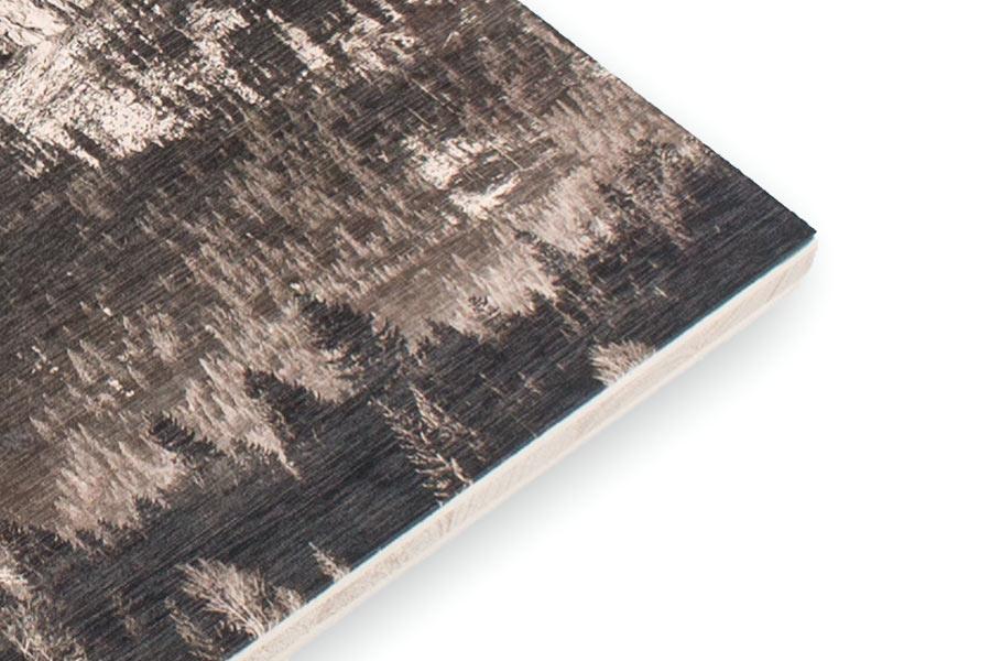 Foto auf Holz mit gehackter Oberfläche