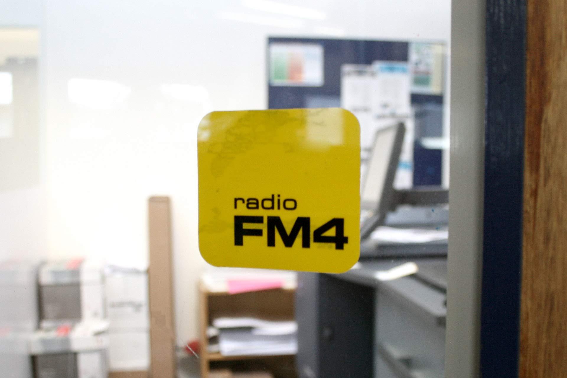 Hinterglasaufkleber FM4